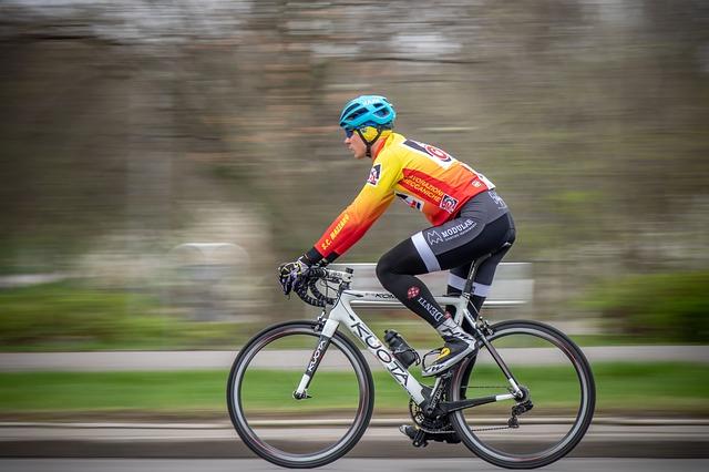 elementos-equipacion-de-ciclismo