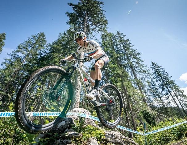 Rider con ruedas DT Swiss